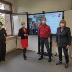 Nach der Sitzung der GEW-Betriebsgruppe der KGS Schneverdingen (v.l.n.r.): Dr. Anna Teresa Macias Garcia (Vertrauensfrau),  Laura Pooth (Landesvorsitzende), Erwin Kreie (Kreisvorsitzender), Birgit Tobias (Vorsitzende des Schulpersonalrats)